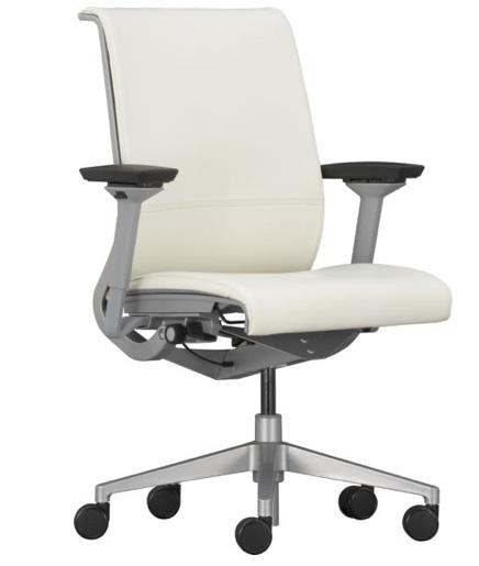 Белое офисное кресло для домашнего офиса