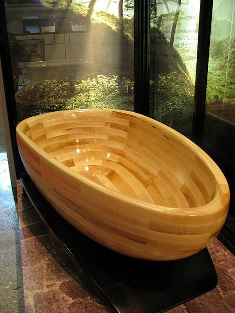 Ванна из массива натурального дерева