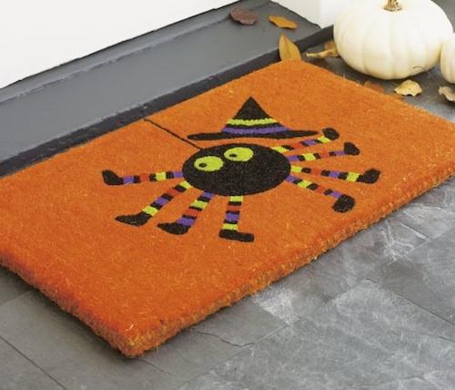 Дверной коврик оранжевого цвета