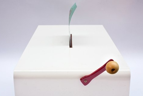 Оригинальный кофейный столик со шредером