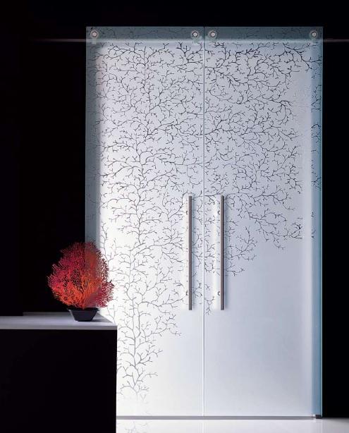 Полупрозрачная дверь с рисунком
