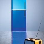 Тонированная дверь синего цвета