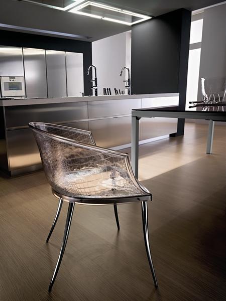 Итальянский стул из армированного стекла