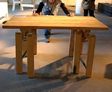 Стол оригинальной конструкции