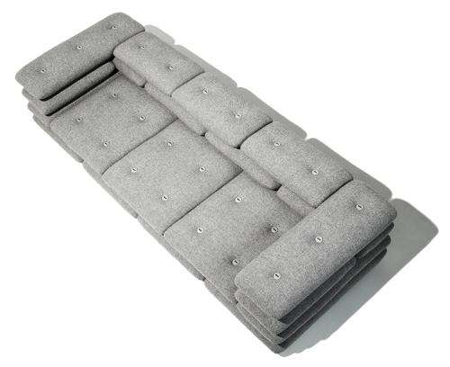 Софа со спинкой из мягких подушек