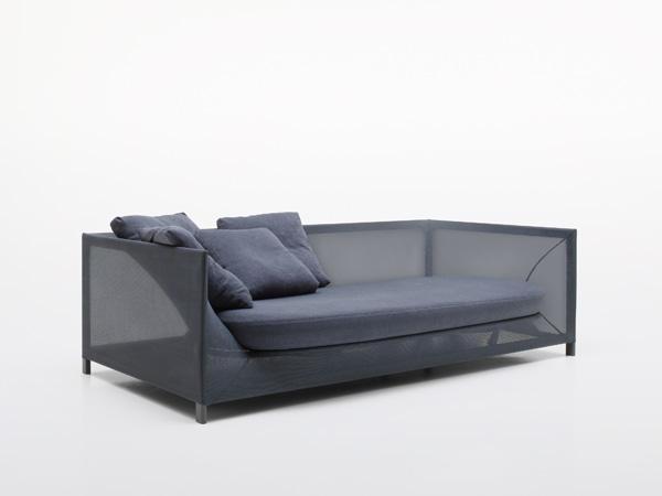 Современная удобная софа с подушками
