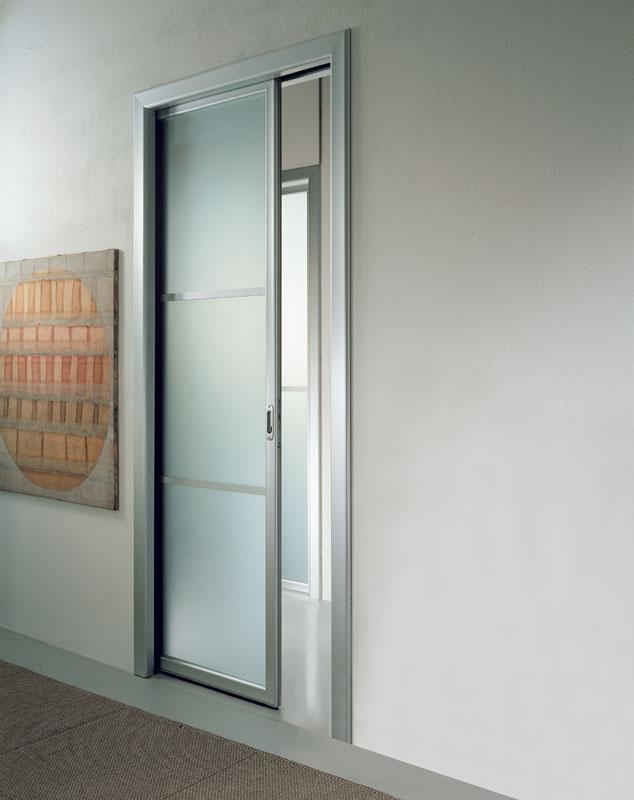 Раздвижная белая прозрачная матовая дверь