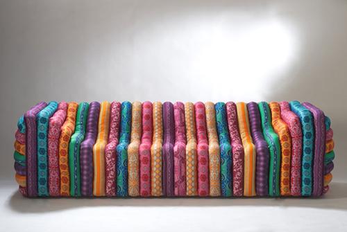 Диван от Версаче из цветных полос