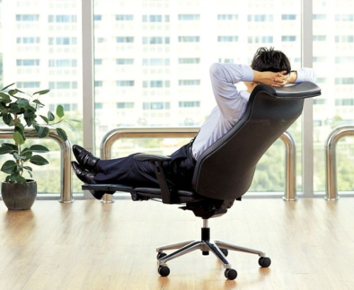 Эргономичное офисное кресло, которое подстраивается под вас