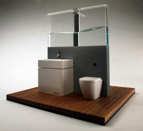 Санузел с прозрачным резервуаром для воды