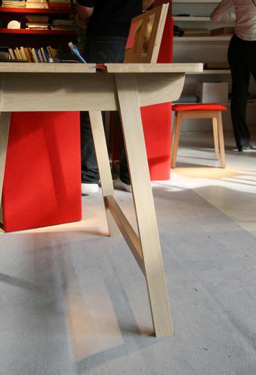 Удобный современный компьютерный стол