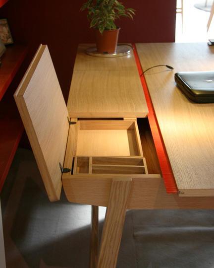 Компьютерный стол с открывающимися ящиками