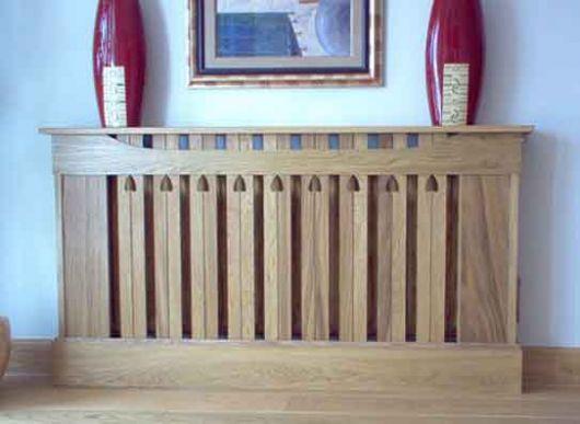 Деревянный короб над батареей