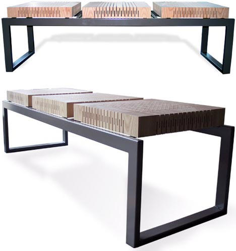 Скамейка на металлической основе с деревянными сидениями