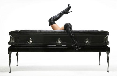 Дизайнерская мебель. Черный кожаный диван