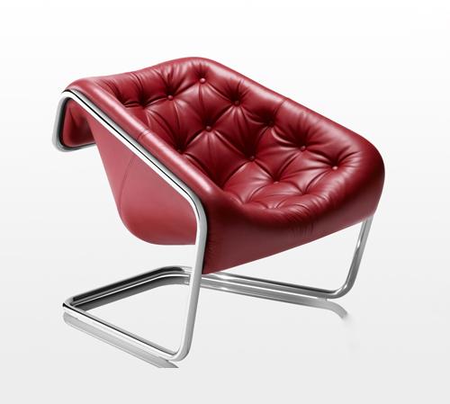 Кожаное кресло на никелированной металлической раме