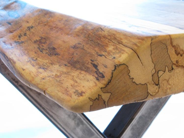 Стол на алюминиевых ножках с массивной столешницей