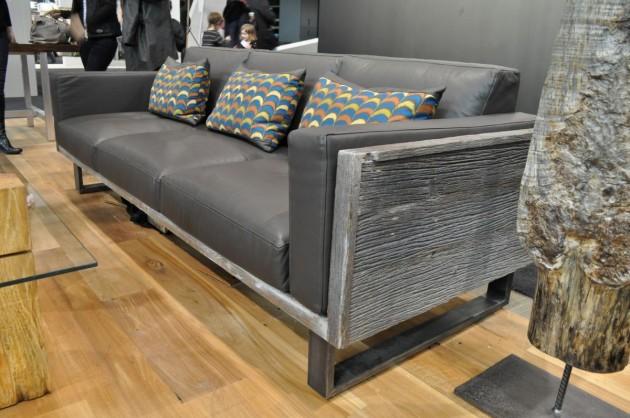 Современный диван из старых досок