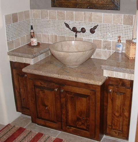 Раковина в форме чаши из камня для ванной