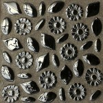 Черная мозаичная плитка с инкрустацией для ванной