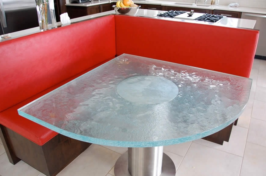 Угловой столик для кухни из матового стекла