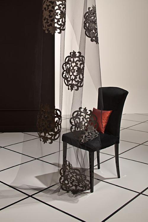 Полупрозрачная легкая ткань с декоративными элементами