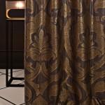 Декоративные занавески с золотистыми элементами