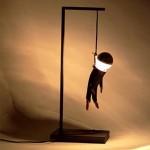 Оригинальная лампа с повешенным человечком