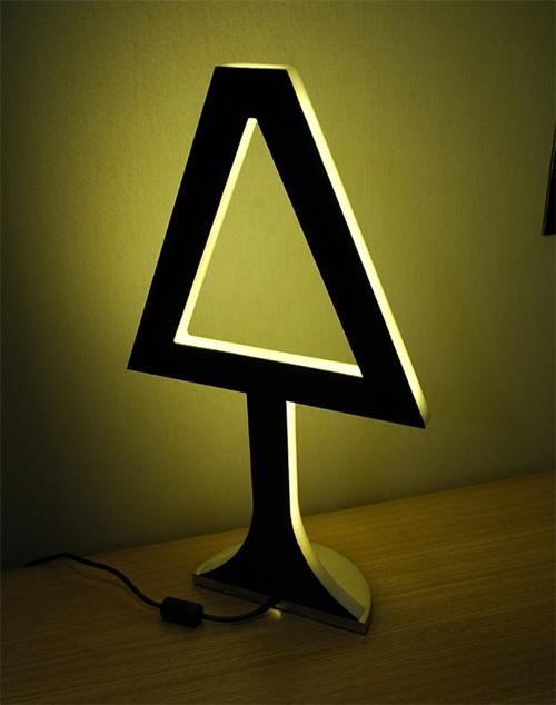 Плоская настольная лампа символ