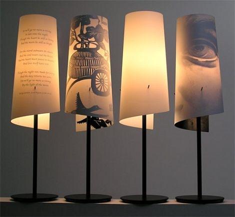 Настольная лампа с принтом на обажуре