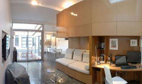Общий интерьер жилого помещения в мини-доме переделанном из гаража