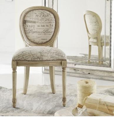 Совмещение классики и современности в обивке мебели