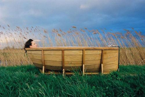 Деревянная ванна отдельно стоящая