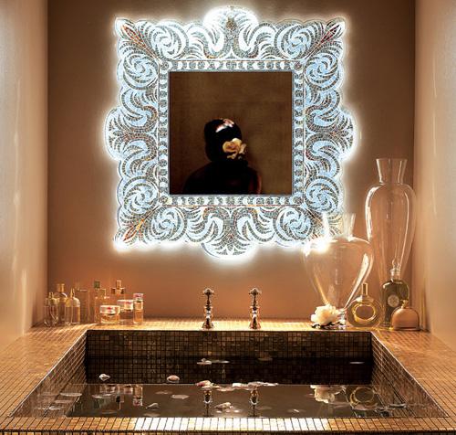 Зеркало в роскошной раме