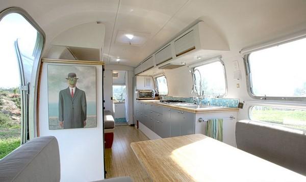 Внутренняя отделка мини-дома из передвижного трейлера
