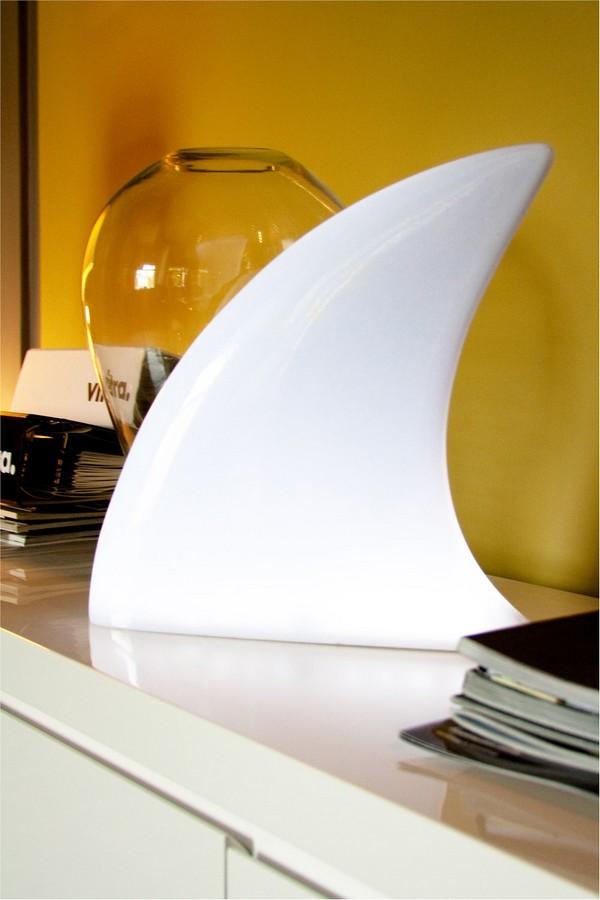 Белый светильник оригинальной формы