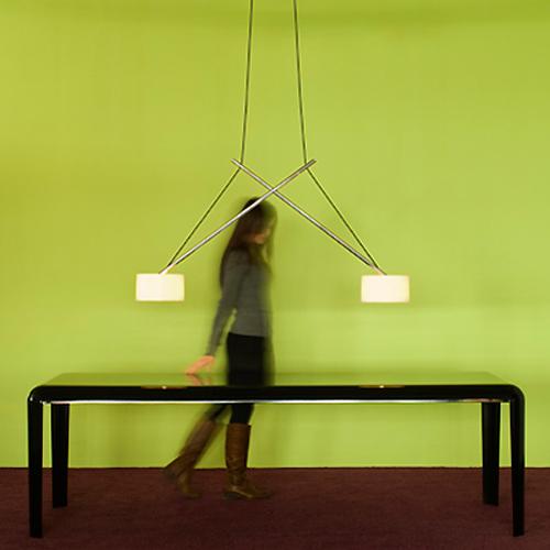 Дизайн кухни; лампа над обеденным столом