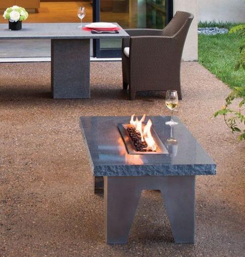 Садовая мебель, мини стол из гранита со встроенным камином