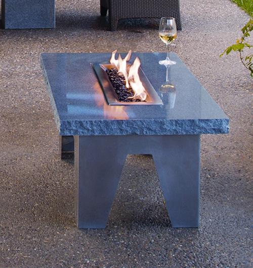 Каменный столик для открытого пространства из камня