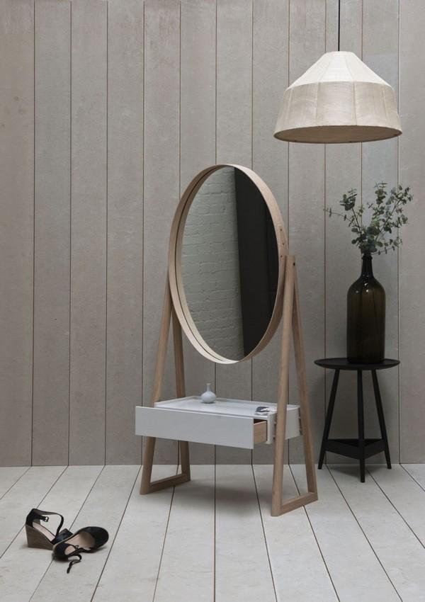 Овальное отдельно стоящее зеркало