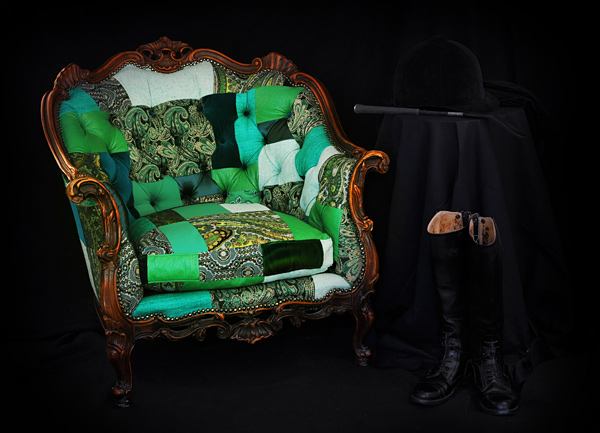 Классическое мягкое кресло