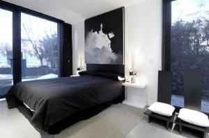 Черный цвет в оформлении спальни