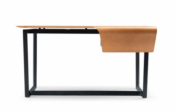 Офисный стол с полиуритановой основой и кожаными элементами
