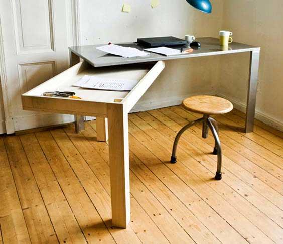 Раскладной рабочий стол из металла и дерева