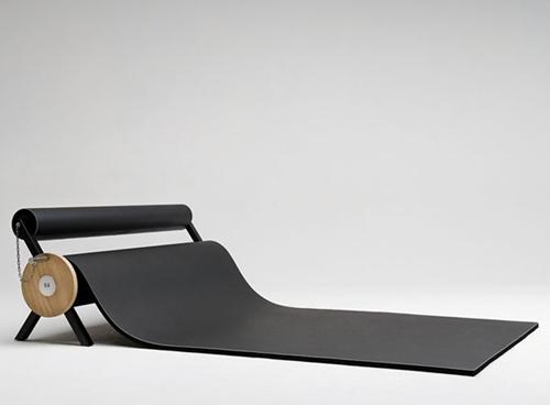 Толстый ковер, который можно исполдьзовать как временное место для сна