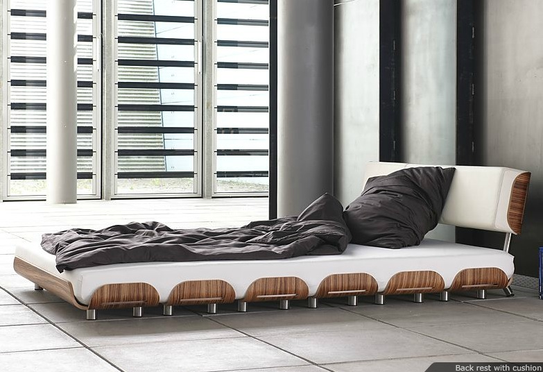Кровать состоящая из отдельных плоских досок