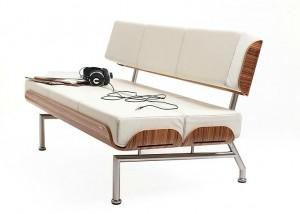 Легкий диван белого цвета
