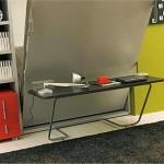 Откидная кровать с легким рабочим столом на металлических ножках