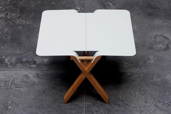 Складной стол из железных пластин и дубовых реек