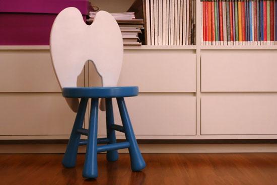 Детский стульчик со спинкой в виде крыльев ангела